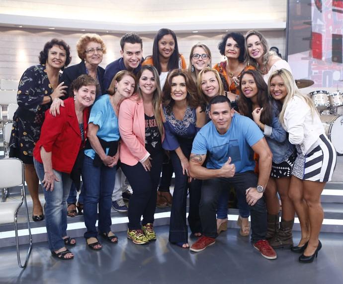 Plateia posa ao lado da apresentadora  (Foto: Fábio Rocha/Gshow)