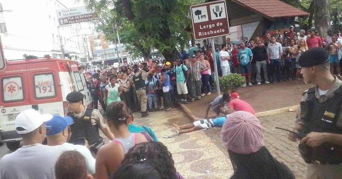 bbb849ce2a G1 - Jovem é baleado na Praça do Riachuelo em Juiz de Fora - notícias em  Zona da Mata