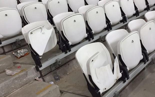Cadeiras quebradas Arena Corinthians