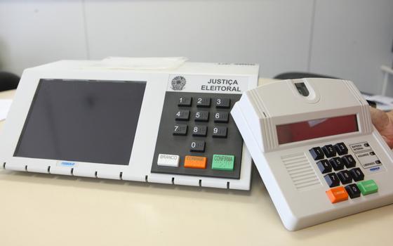 Urna eletrônica usada nas eleições brasileiras desde 1996 (Foto: Divulgação/TSE)