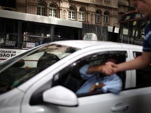 Táxi em São Paulo (Foto: Mauricio Lima/AFP)