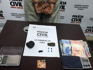 Jovem preso por tráfico de drogas sintéticas em Ubá, MG (Foto: Polícia Civil de Ubá/Divulgação)