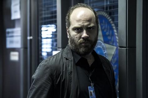 Paulo Tiefenthaler é Nelson, um policial seriíssimo (Foto: Estevam Avellar)