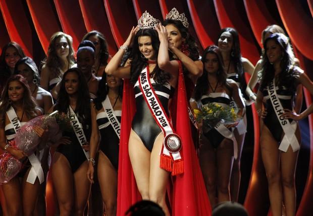 Jéssica Voltolini Vilela sendo coroada Miss São Paulo 2015 (Foto: Celso Tavares / EGO)