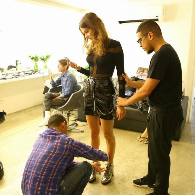 Making of da campanha de Inverno 2017 da Mundial calçados com Isabeli Fontana (Foto: Divulgação/ Edu Lopes)