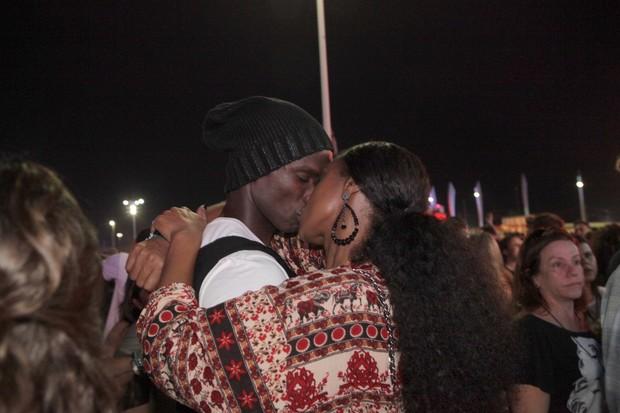 Cris Vianna beijando no Rock in Rio (Foto: Isac Luz / EGO)