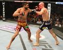 Carlos Condit usa a experiência para nocautear Martin Kampmann no UFC