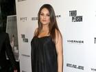 Grávida, Mila Kunis usa vestido larguinho em première