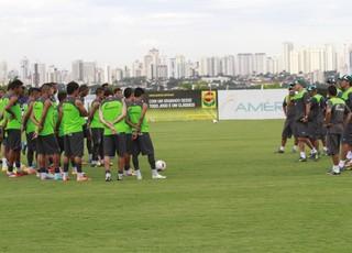Elenco do Goiás durante treino na reapresentação (Foto: Rosiron Rodrigues/Goiás E.C.)