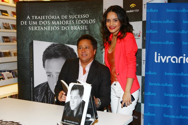Carol Macedo no lançamento do livro do Leonardo (Foto: Iwi Onodera / EGO)