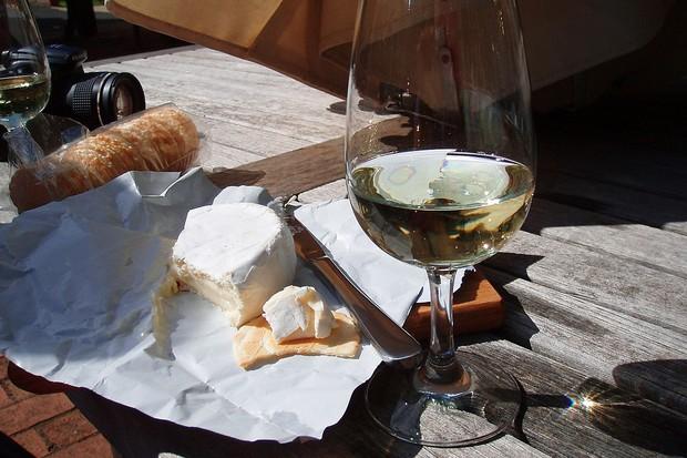 Vinho e queijo: a melhor combinação. E quem afirma é a ciência (Foto: Wikimedia Commons)