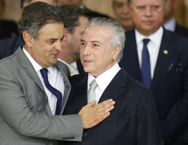 O senador Aécio Neves e o presidente Michel Temer em 2016 (Foto: Getty Images/ Igo Estrela)
