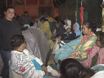 Pais dormem em porta de creches do DF para conseguir vaga para filhos (Foto: TV Globo/ Reprodução)