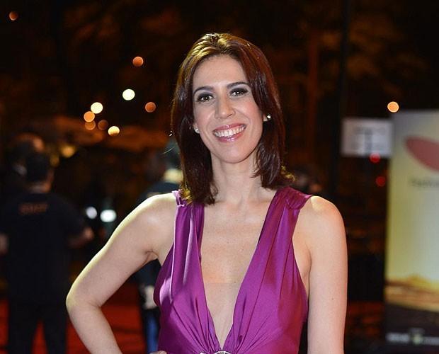 Maria Clara Gueiros interpreta lésbica que contrata um ator para se passar por seu noivo na leitura da peça Trevor (Foto: Ag News)