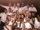 Neymar comemora a chegada de 2015 com a irmã e rodeado de amigos