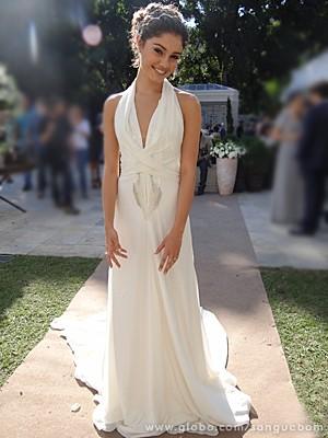 Dá até vontade de casar com esse vestido diva da Amora, né?! (Foto: Sangue Bom/TV Globo)