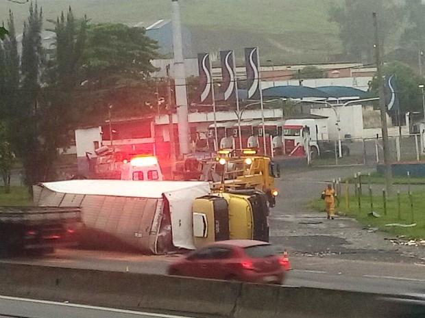 Acidente aconteceu na altura do bairro Boa Vista (Foto: Cristiane Fernandes da Silva/Arquivo Pessoal)