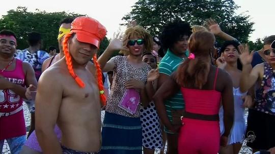 Bloco das Virgens arrasta multidão pelas ruas do Crato, no Ceará
