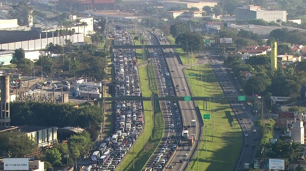 Atos causaram congestionamento na Via Anchieta, sentido litoral (Foto: Reprodução/TVGlobo)