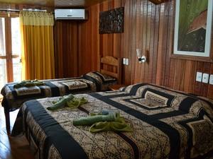 Quartos do hotel Ariaú Amazon Towers aliam regionalidade e luxo (Foto: Marina Souza/G1)