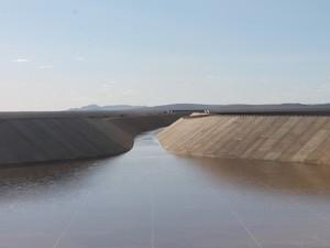 Canal da transposição localizado em Cabrobó, PE (Foto: Taisa Alencar / G1)