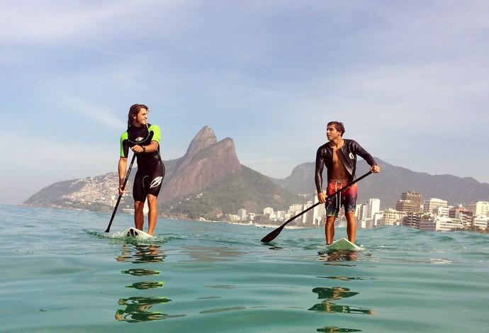 Caio e Ian Vaz, principais promessas do stand up paddle brasileiro (Foto: Alexandre Durão)