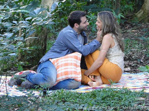 Ester pede mais um filho a Cassiano (Foto: Flor do Caribe / TV Globo)