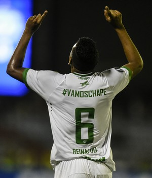 Reinaldo comemoração gol da Chapecoense contra Zulia (Foto: Juan Barreto/AFP)