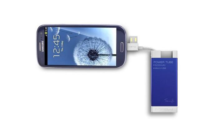 MiPow tem cabo embutido com saídas USB e MicroUSB para carregar smartphones (Foto: Divulgação/MiPow)