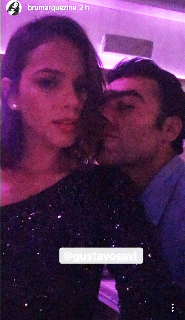 Bruna Marquezine posa coladinha a amigo (Foto: Reprodução/Instagram)