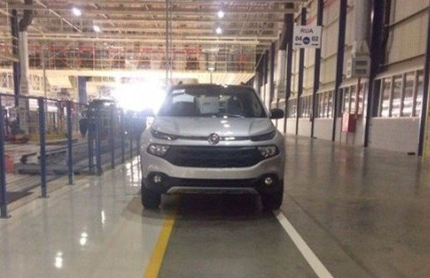 Dianteira da Fiat Toro é flagrada na fábrica de Goiana, em Pernambuco (Foto: Reprodução)