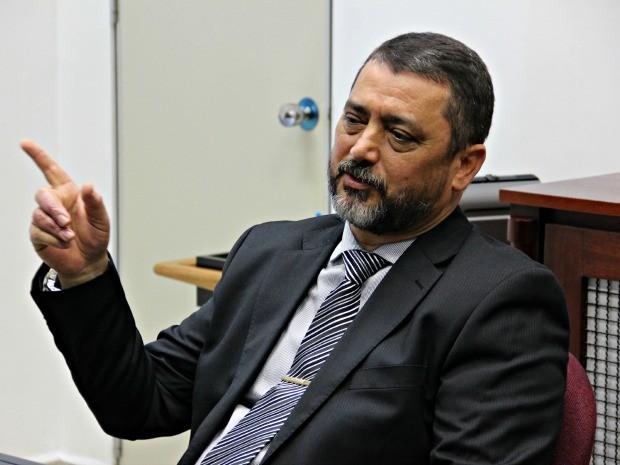 Delegado-geral Orlando Amaral explicou quais procedimentos estão sendo realizados para o concurso (Foto: Adneison Severiano/G1 AM)