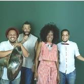 Izzy Gordon e Dois Africanos (Foto: Vitor Santana/Divulgação)