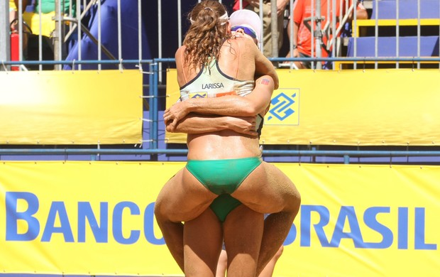 Talita e Larissa etapa Porto Alegre campeãs (Foto: Alexandre Arruda/CBV)