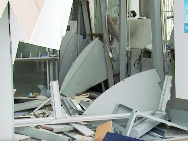 Explosão, assalto, caixa eletrônico, banco, Alpinópolis (Foto: Reprodução/ EPTV)