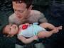 Mark Zuckerberg mostra foto da primeira aula de natação da filha