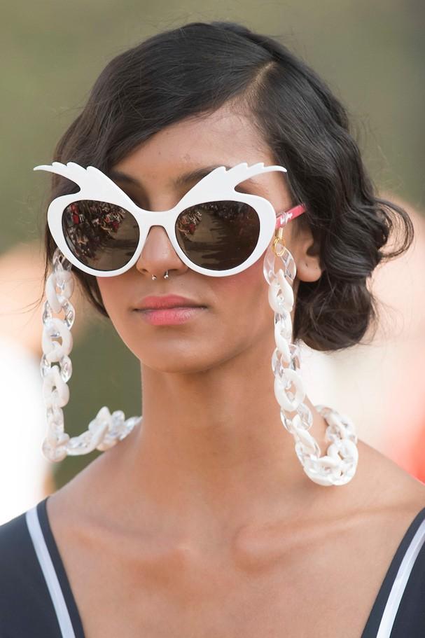 Óculos e correntinhas (Foto: fotosite)