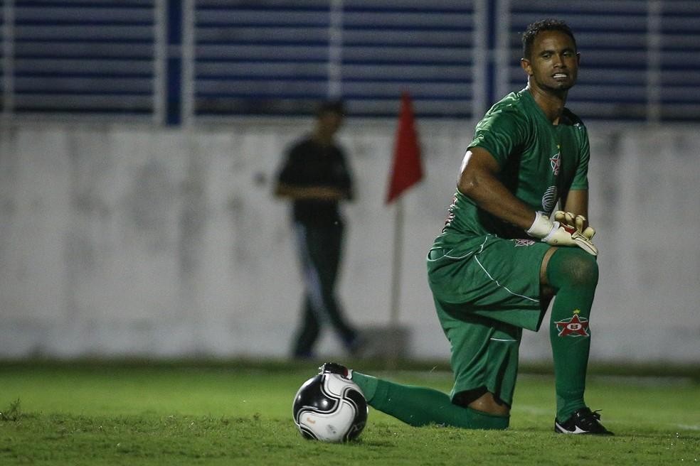O goleiro Bruno Fernandes, estreante pelo Boa Esporte, na partida contra o Uberaba (Foto: THOMAS SANTOS/AGIF/ESTADÃO CONTEÚDO)