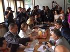 Senadores se reúnem com esposas de presos políticos na Venezuela
