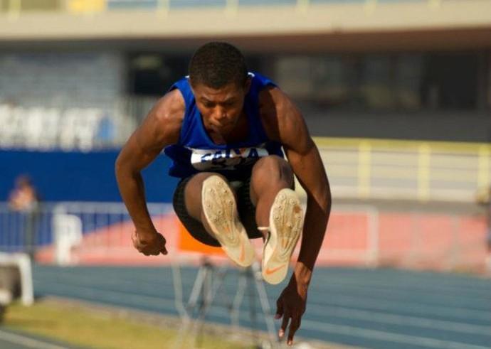Mateus Daniel é esperança de medalha no salto triplo (Foto: FPA / Divulgação)