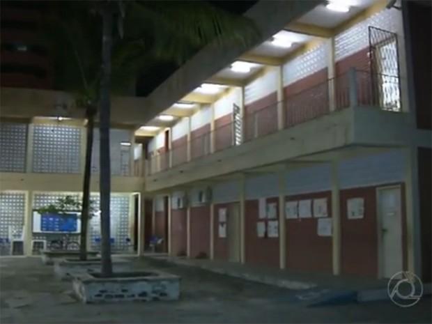 Escola de João Pessoa suspendeu aulas depois que professor foi assaltado dentro de uma sala (Foto: Reprodução / TV Cabo Branco)