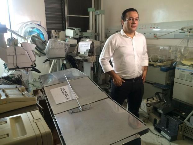 Prefeito Ademário vistoria o hospital municipal de Cubatão (Foto: Solange Freitas)
