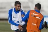 Lombalgia adia chance de estreia de Bruno Paulo no Timão; dupla liberada