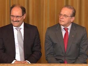 Sartori e Tarso na cerimônia de posse (Foto: Reprodução/RBS TV)
