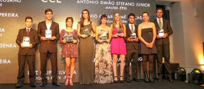 atletas premiados em evento da confederação brasileira de hipismo com troféus de valor contestado pelo TCU (Foto: Luis Ruas/CBH)