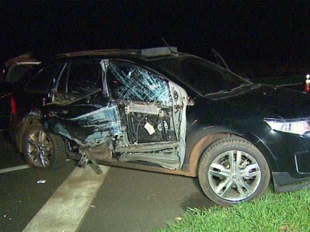 Carro usado pelos assaltantes durante assalto a carro-forte em Guatapará, SP (Foto: Fábio Júnior/EPTV)
