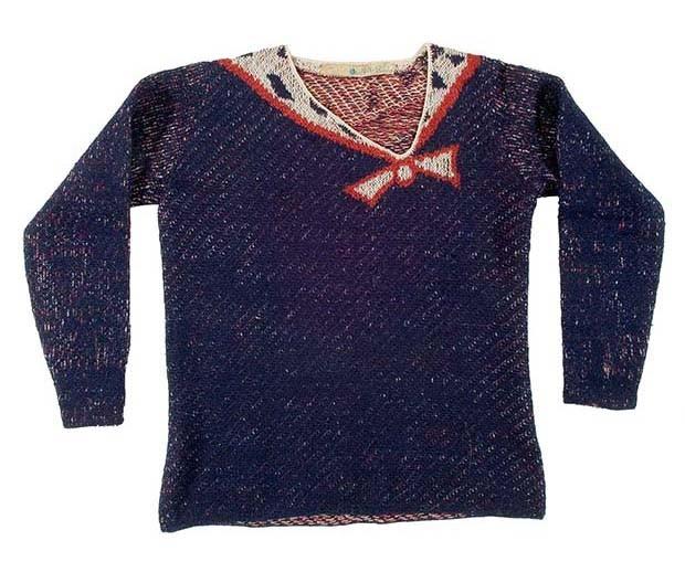 Elsa Schiaparelli: Sweater in wool and jacquard knit with trompe-l'œil knotted scarf motif, January 1928 collection (Foto:  COPYRIGHT LES ARTS DÉCORATIFS, PARIS/JEAN THOLANCE)