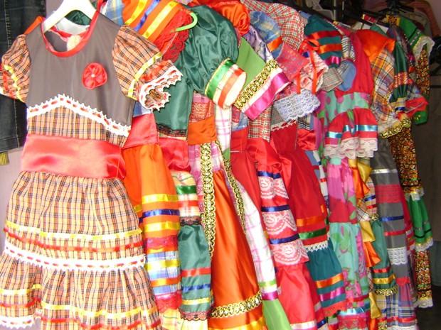 Preços de aluguel dos trajes típicos varia de R$ 30 a R$ 70 no São