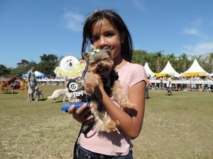 Menor cão: Talita Pereira Santos e 'Tor' (Foto: Alan Schneider/G1)