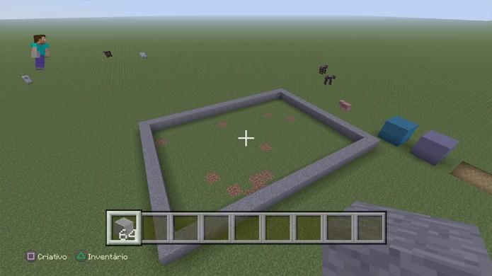 Demarque a área em que pretende construir em Minecraft para manter controle do tamanho da casa (Foto: Reprodução/Rafael Monteiro)
